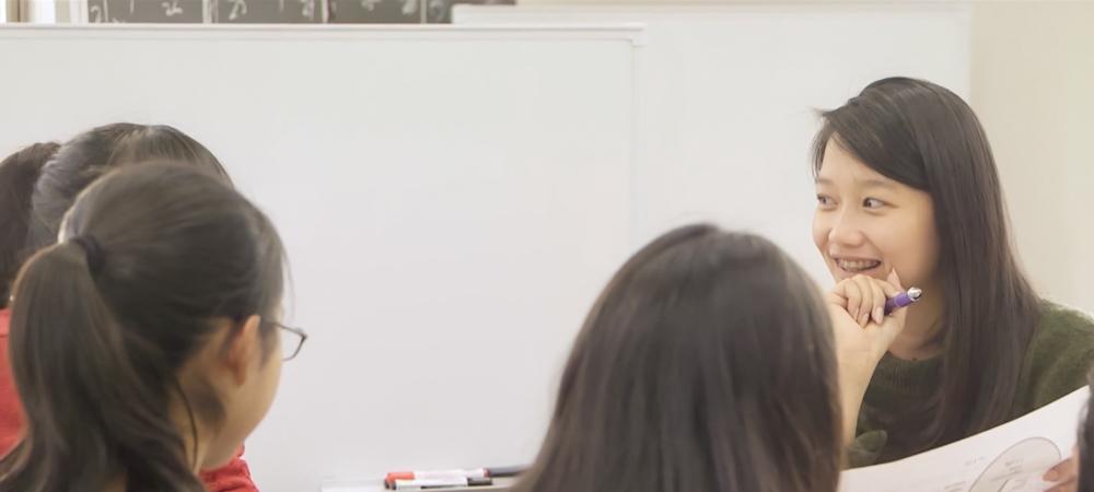 生徒に密着取材、学習塾のブランディング映像